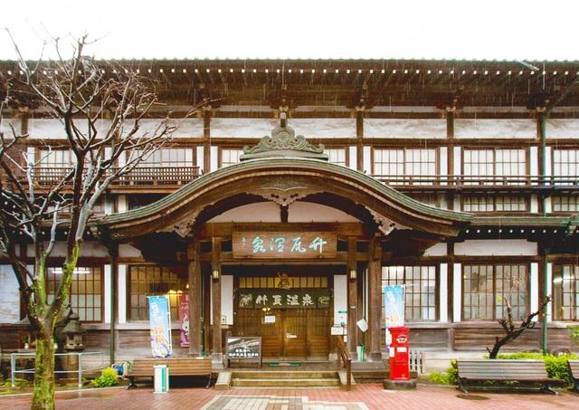 Rượu, axit và cát: Những onsen có một không hai ở Nhật Bản - 6