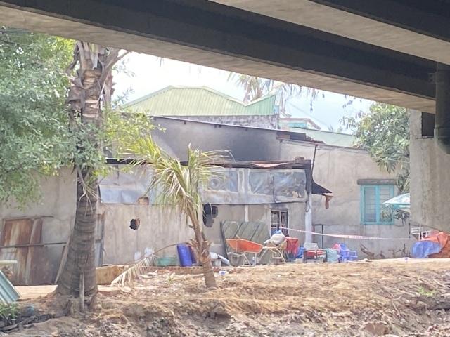 Vụ cháy 6 người chết: Hàng xóm đập cửa ầm ầm mà không được - 2