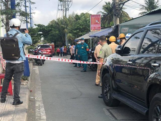 Vụ cháy 6 người chết: Hàng xóm đập cửa ầm ầm mà không được - 1