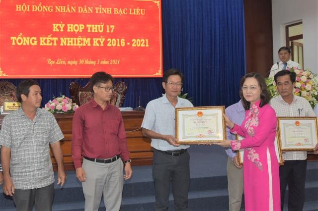 HĐND Bạc Liêu tổng kết nhiệm kỳ, Chủ tịch tỉnh tặng bằng khen PV Dân trí - 2