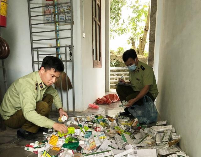 Lào Cai: Thu giữ 40kg thuốc Tây không rõ nguồn gốc bán ở chợ phiên - 2