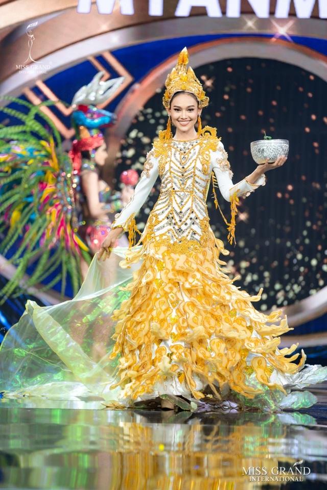 Hoa hậu bị lộ ngực tại Hoa hậu Hòa bình Thế giới dự định không về nước - 3