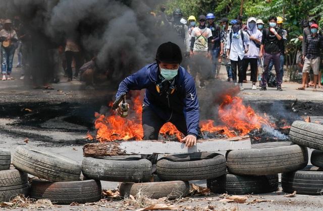 Hơn 500 người đã thiệt mạng trong bão bạo lực tại Myanmar hậu đảo chính - 1