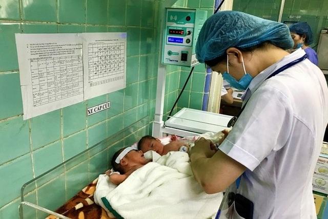 Quảng Bình: Sản phụ mang thai 3 tự nhiên hiếm gặp - 1