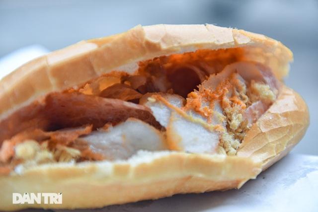 Quán bánh mỳ bảo thủ thời bao cấp mỗi buổi sáng hết bay 400 cái - 5