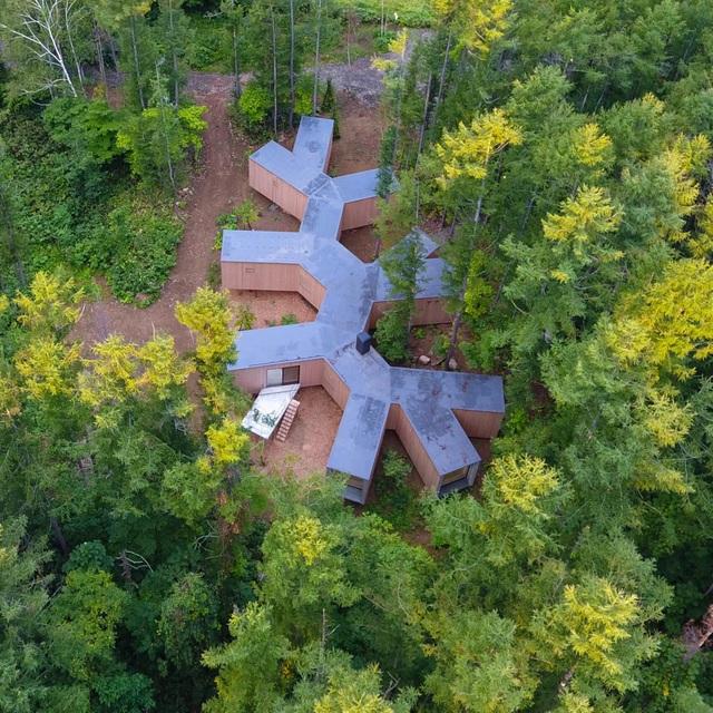Nhà nghỉ dưỡng bằng gỗ ẩn mình giữa rừng cây ở Hokkaido, Nhật Bản - 3