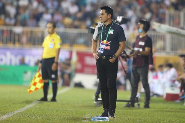 Thầy ngoại ở V-League 2021: Duy nhất Kiatisuk dễ thở - 1
