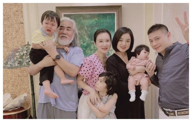 Tuổi thất thập, đạo diễn Trương Kỷ Trung vui thú ở nhà... bế con - 8
