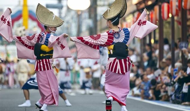 Nhảy múa với thìa múc cơm tại lễ hội 800 năm tuổi của xứ Phù Tang - 2
