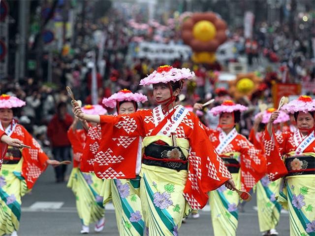 Nhảy múa với thìa múc cơm tại lễ hội 800 năm tuổi của xứ Phù Tang - 7