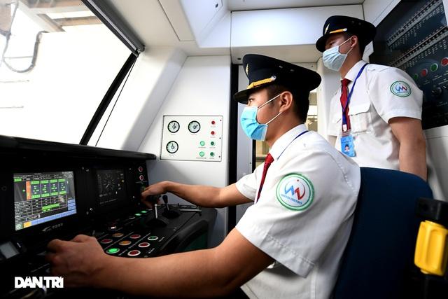 Bắt đầu chuyển giao đường sắt Cát Linh-Hà Đông, chạy thương mại trước 30/4 - 4