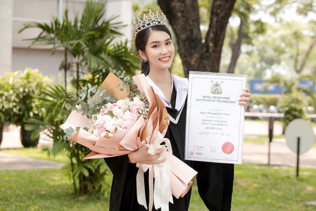 Á hậu Phương Anh tốt nghiệp thủ khoa Đại học, rạng rỡ trong ngày ra trường - 1