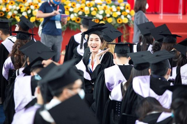 Á hậu Phương Anh tốt nghiệp thủ khoa Đại học, rạng rỡ trong ngày ra trường - 3