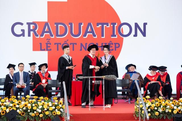 Á hậu Phương Anh tốt nghiệp thủ khoa Đại học, rạng rỡ trong ngày ra trường - 4