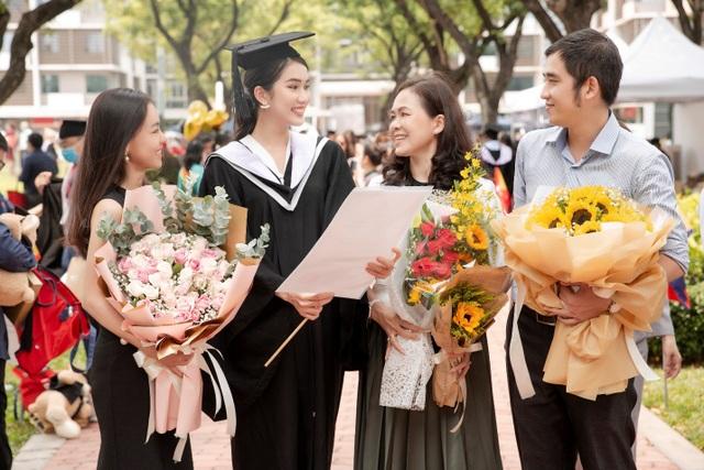 Á hậu Phương Anh tốt nghiệp thủ khoa Đại học, rạng rỡ trong ngày ra trường - 5