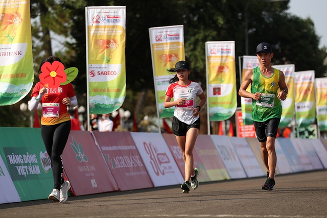 Gian lận đáng xấu hổ của nữ VĐV ở giải chạy Tiền Phong marathon - 1
