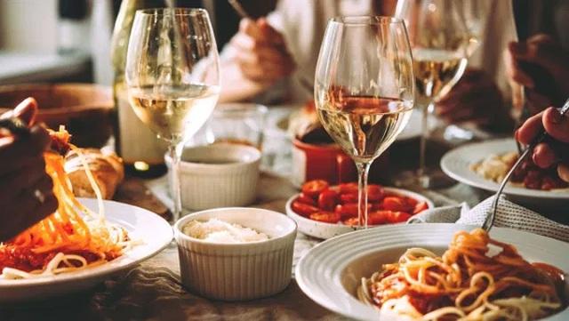 Một thói quen ăn uống làm rút ngắn tuổi thọ - 1