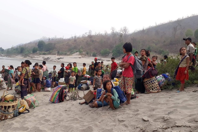 1.000 người Myanmar tháo chạy khỏi đất nước trong một ngày - 1