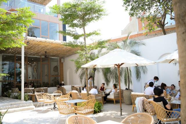 4 quán cà phê phong cách nhiệt đới đẹp như trời Âu hút khách ở Sài Gòn - 1