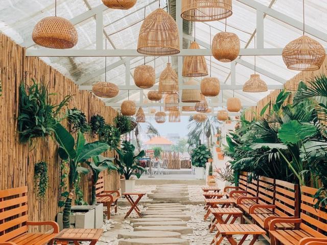 4 quán cà phê phong cách nhiệt đới đẹp như trời Âu hút khách ở Sài Gòn - 4
