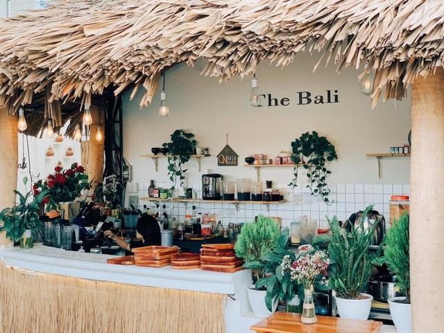 4 quán cà phê phong cách nhiệt đới đẹp như trời Âu hút khách ở Sài Gòn - 5