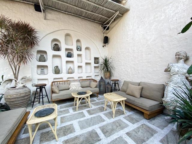 4 quán cà phê phong cách nhiệt đới đẹp như trời Âu hút khách ở Sài Gòn - 9