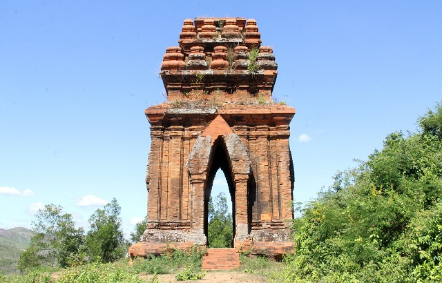 Unique thousand-year-old Cham towers cluster in Binh Dinh attracts check-in guests - 6