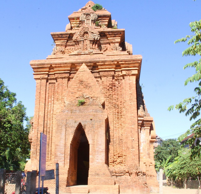 Unique thousand-year-old Cham towers cluster in Binh Dinh attracts visitors to check-in - 9