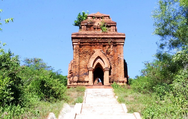 Unique thousand-year-old Cham towers cluster in Binh Dinh attracts visitors to check-in - 7