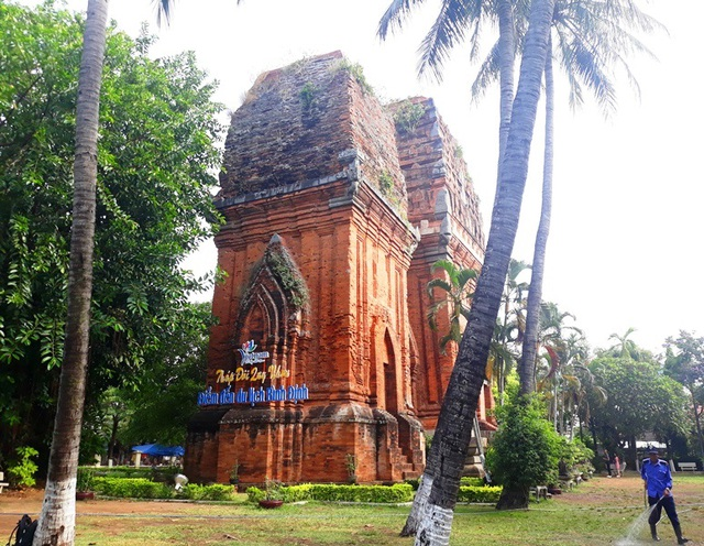 Unique thousand-year-old Cham towers cluster in Binh Dinh attracts visitors to check-in - 2