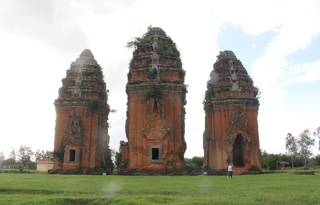 Unique thousand-year-old Cham towers cluster in Binh Dinh attracts visitors to check-in - 8