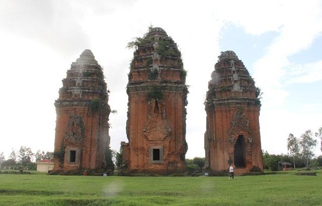 Cụm tháp Chăm ngàn tuổi độc đáo ở Bình Định hút khách check-in - 8