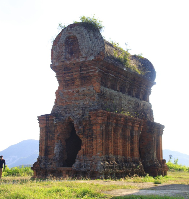 Unique thousand-year-old Cham towers cluster in Binh Dinh attracts visitors to check-in - 5