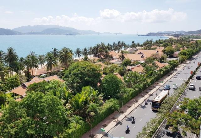 Điểm danh những nhà hàng, công trình khủng chắn biển Nha Trang - 2