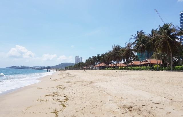 Điểm danh những nhà hàng, công trình khủng chắn biển Nha Trang - 1