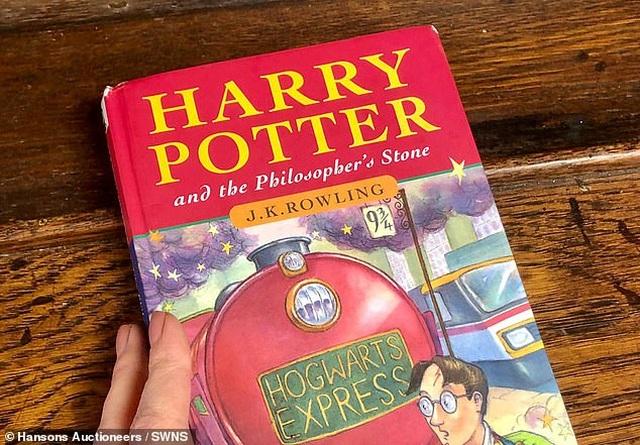 Sách cũ do người mẹ quá cố mua tặng, 20 năm sau hóa... một gia tài - 2