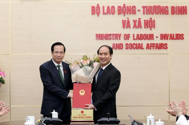 Trao quyết định bổ nhiệm Thứ trưởng Bộ Lao động - Thương binh và Xã hội - 1