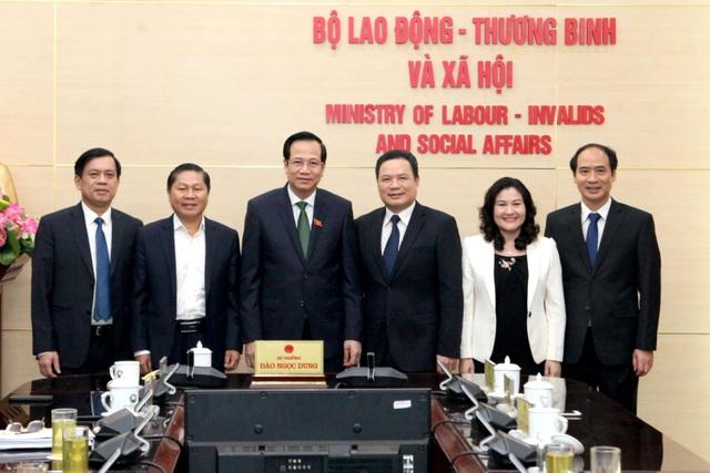 Trao quyết định bổ nhiệm Thứ trưởng Bộ Lao động - Thương binh và Xã hội - 2
