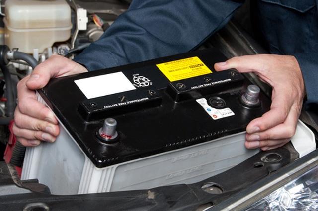 Những thói quen khiến ắc-quy ô tô nhanh hỏng mà tài xế nên tránh - 2