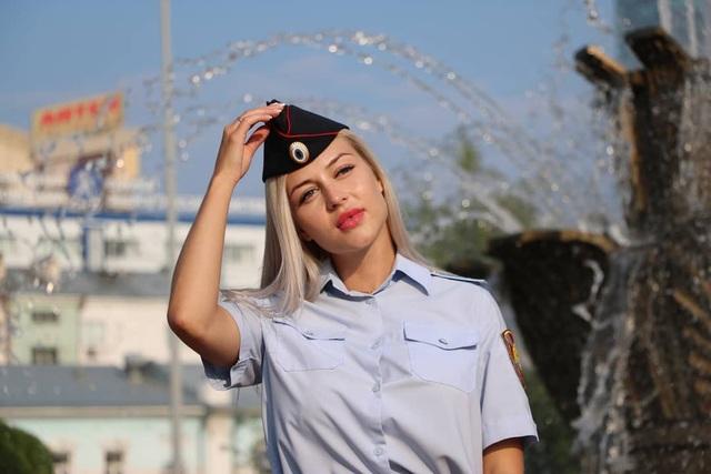 Nữ cảnh sát xinh đẹp nhất nước Nga mất việc vì video gây tranh cãi - 3