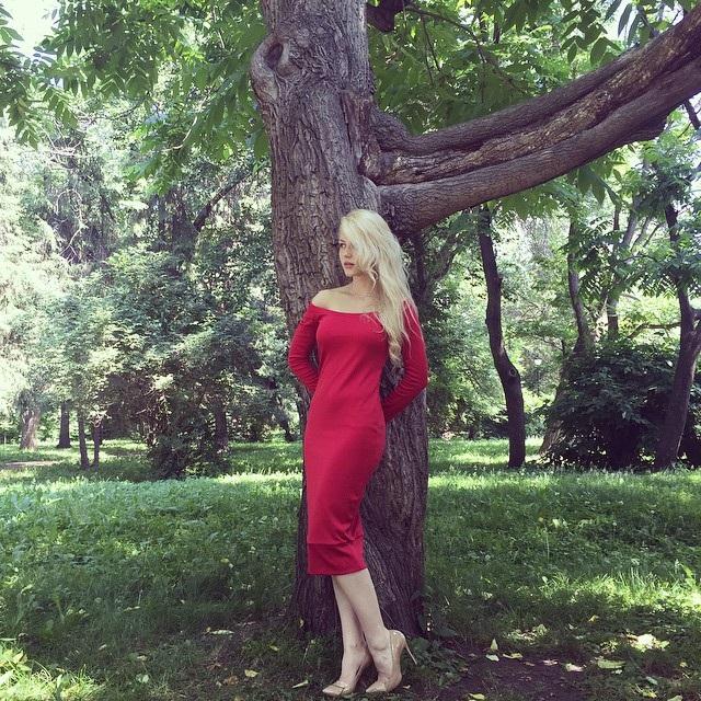 Nữ cảnh sát xinh đẹp nhất nước Nga mất việc vì video gây tranh cãi - 2