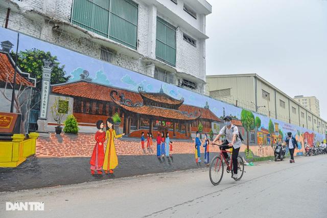 Hình ảnh khác lạ của bức tường Công ty Rạng Đông 2 năm sau vụ cháy - 9