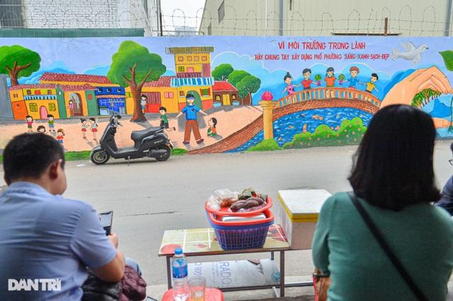 Hình ảnh khác lạ của bức tường Công ty Rạng Đông 2 năm sau vụ cháy - 7