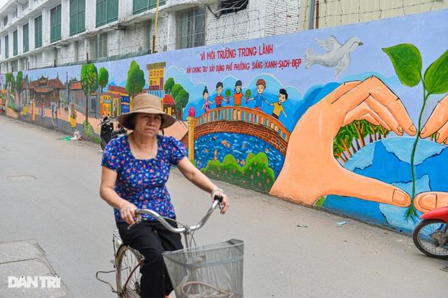 Hình ảnh khác lạ của bức tường Công ty Rạng Đông 2 năm sau vụ cháy - 8