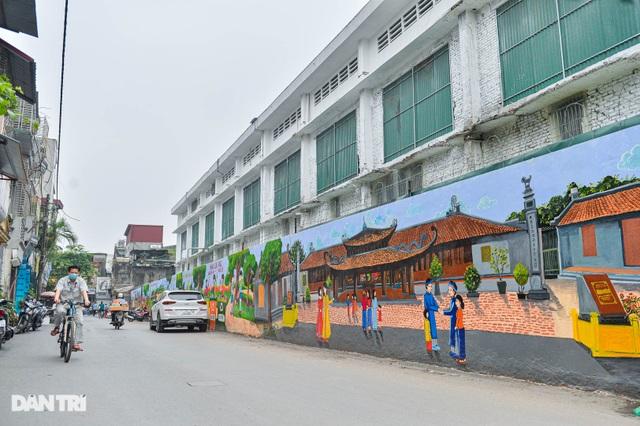 Hình ảnh khác lạ của bức tường Công ty Rạng Đông 2 năm sau vụ cháy - 2