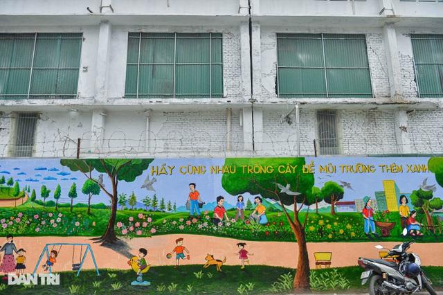 Hình ảnh khác lạ của bức tường Công ty Rạng Đông 2 năm sau vụ cháy - 6