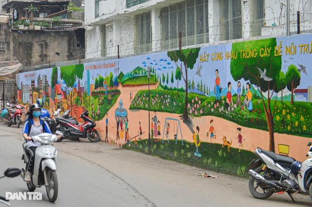 Hình ảnh khác lạ của bức tường Công ty Rạng Đông 2 năm sau vụ cháy - 3