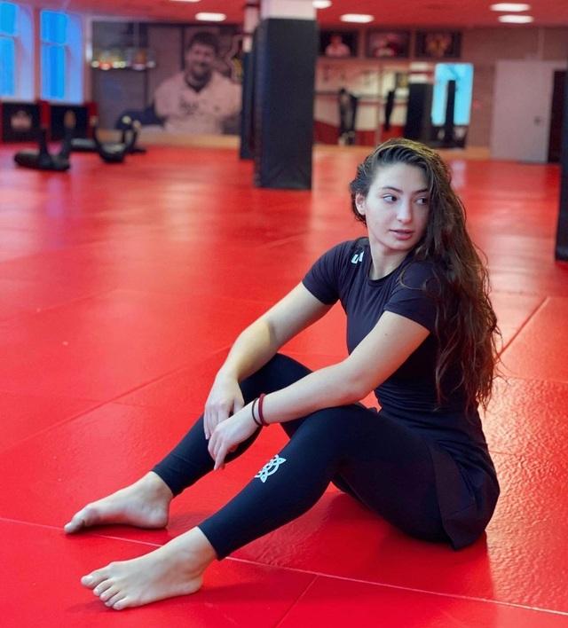 Vẻ đẹp rạng ngời, hút hồn của mỹ nhân MMA người Gruzia - 3