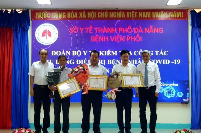 Thứ trưởng Bộ Y tế kiểm tra công tác điều trị Covid-19 tại Đà Nẵng - 3
