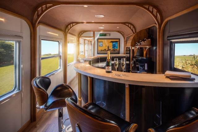 Trải nghiệm du lịch mới lạ bằng tàu thương gia sang trọng The Vietage - 3
